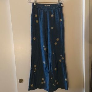 free people daisy print bell bottoms!